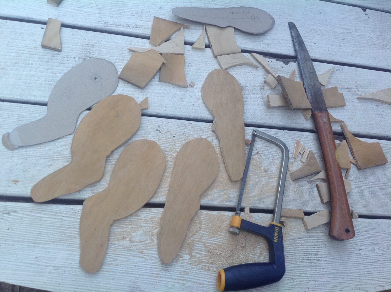 Cutting out the plywood legs